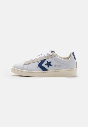 PRO OG UNISEX - Matalavartiset tennarit - white/rush blue/egret