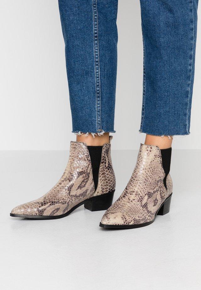PSHARA SNAKE - Boots à talons - natural