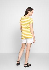 bellybutton - Short en jean - bright white - 2