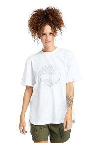 Timberland - OVERSIZE IRIDESCENT - Print T-shirt - white - 0