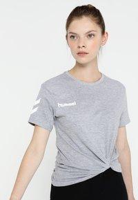 Hummel - GO WOMAN - T-shirts med print - grey melange - 0