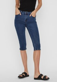 Vero Moda - VMSEVEN  - Denim shorts - medium blue denim - 0