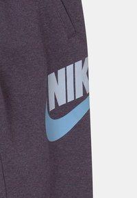 Nike Sportswear - CLUB PANT - Teplákové kalhoty - dark raisin - 2