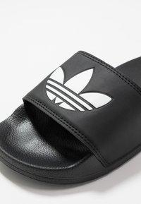 adidas Originals - ADILETTE LITE - Pantofle - core black/footwear white - 2