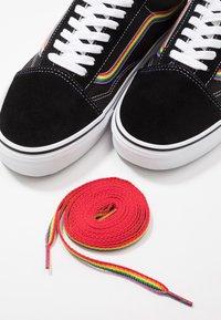 Vans - OLD SKOOL - Sneakersy niskie - black/multicolor/true white - 6
