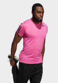 adidas Performance - AERO3S PB TRAINING WORKOUT DESIGNED4TRAINING AEROREADY PRIMEBLUE T-SHIRT SLIM - Koszulka sportowa - pink - 2