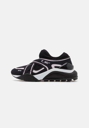 Trainers - black/light pink