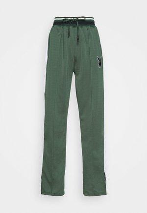 PLAYBOY VARSITY WIDE LEG TRICOT PANTS - Pantalones deportivos - green