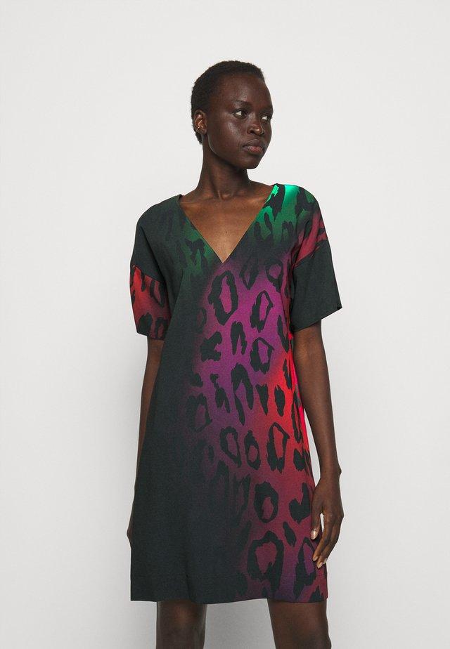 Denní šaty - multicolor variant
