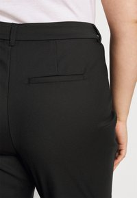 Vero Moda Curve - VMVICTORIA ANTIFIT ANKLE PANTS - Trousers - black - 5