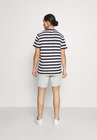 Selected Homme - SLHISAC - Shorts - tea - 2