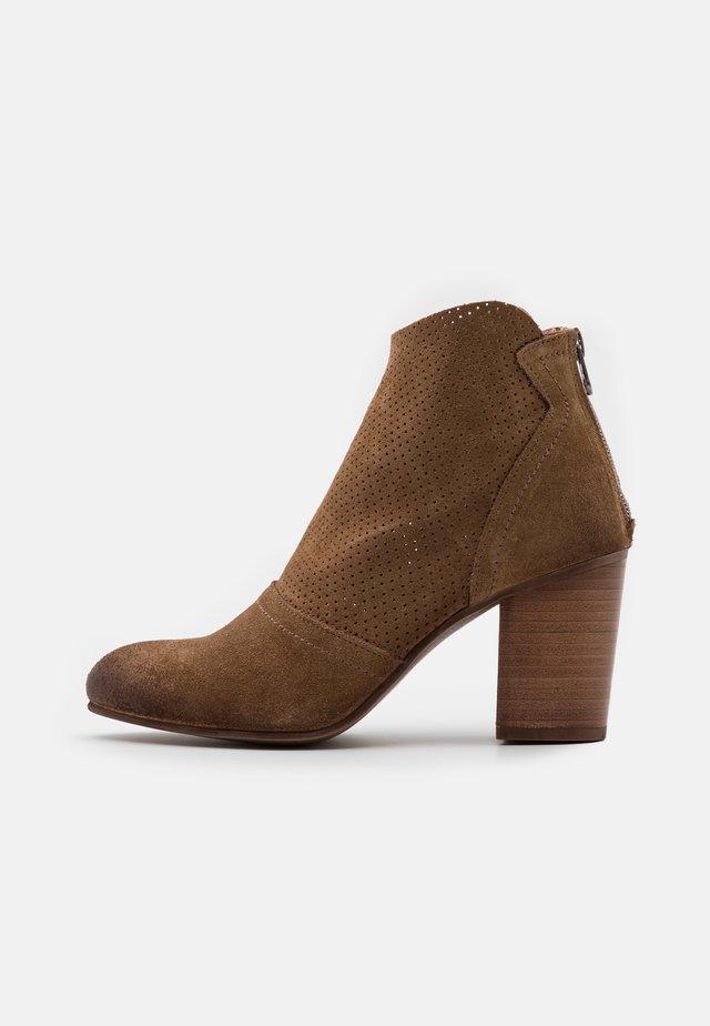 MADELINE - Kotníková obuv - marvin stone