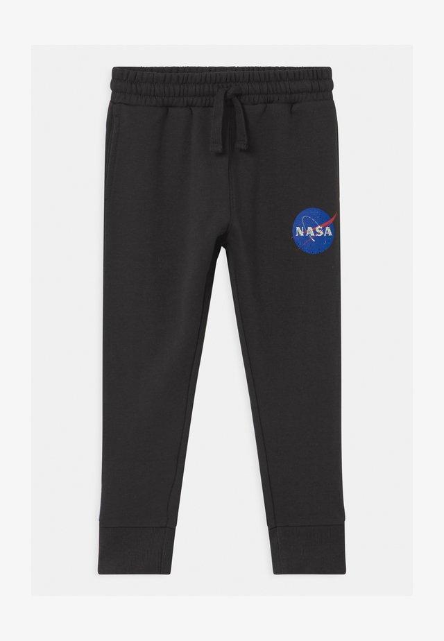 NASA LICENSE SLOUCH  - Teplákové kalhoty - black