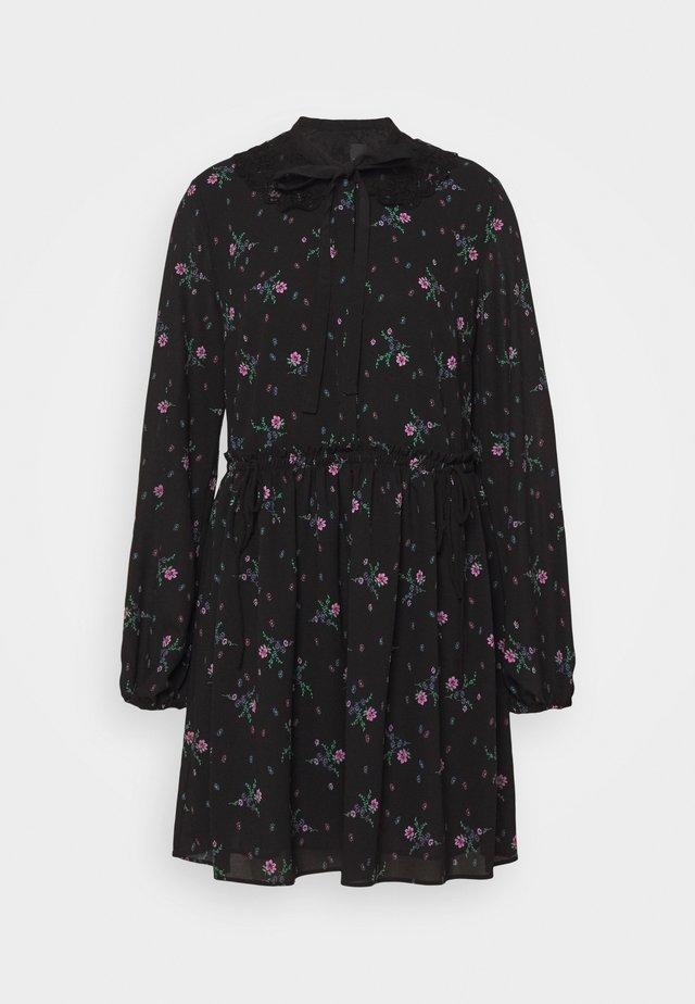 NEXT ABITO - Robe d'été - nero/rosa