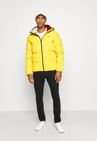 Tommy Jeans - TJM ESSENTIAL DOWN JACKET - Daunenjacke - valley yellow - 1