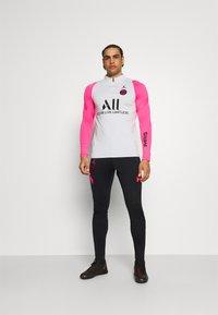 Nike Performance - PARIS ST GERMAIN PANT - Verryttelyhousut - black/hyper pink/hyper pink - 1