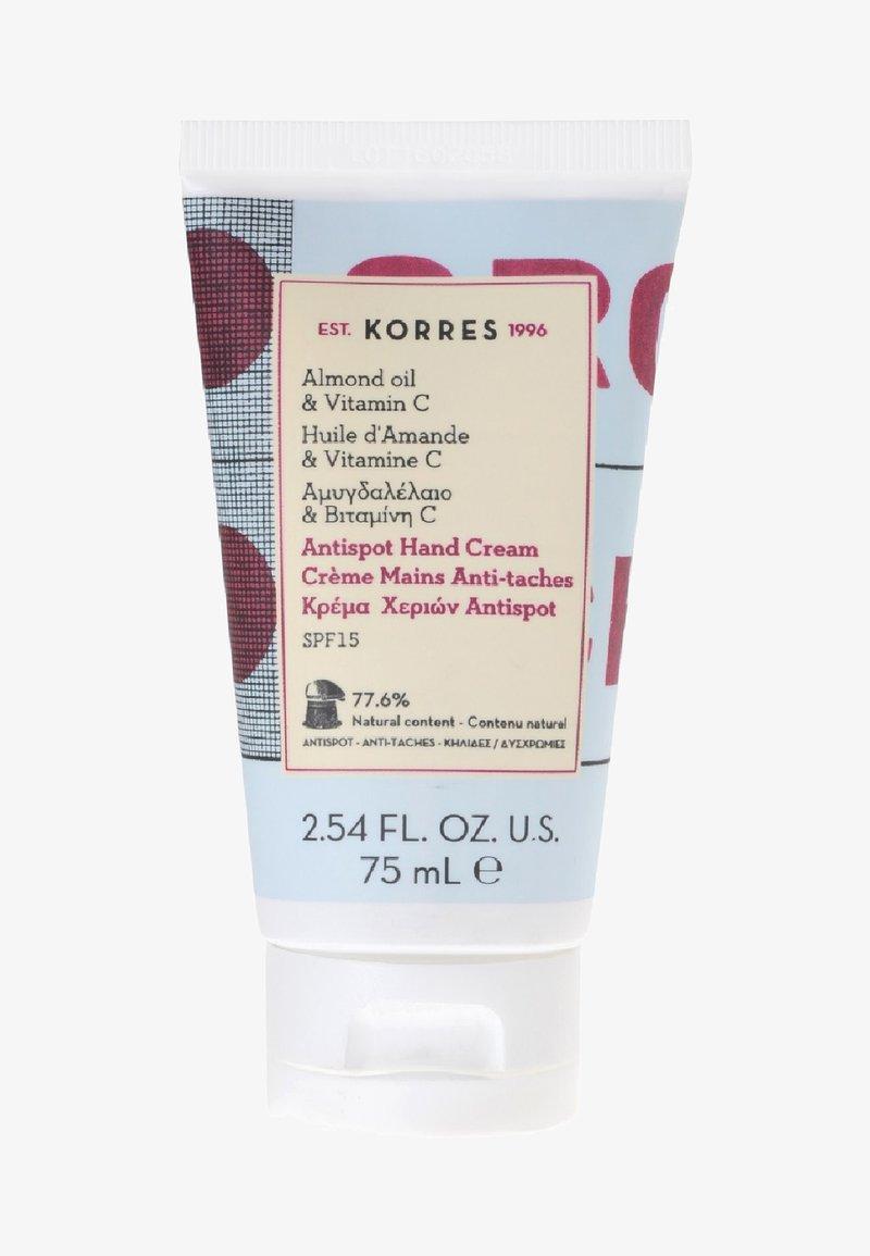 Korres - ALMOND OIL & VITAMIN C ANTI-SPOT HAND CREME SPF15 - Hand cream - -