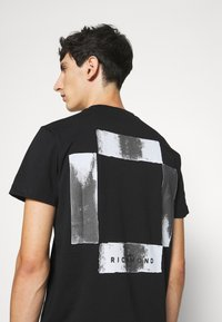John Richmond - HEDDA - Print T-shirt - black - 3