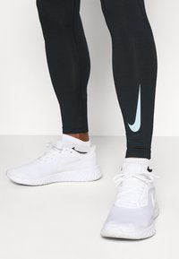 Nike Performance - WARM - Legging - black/white - 3