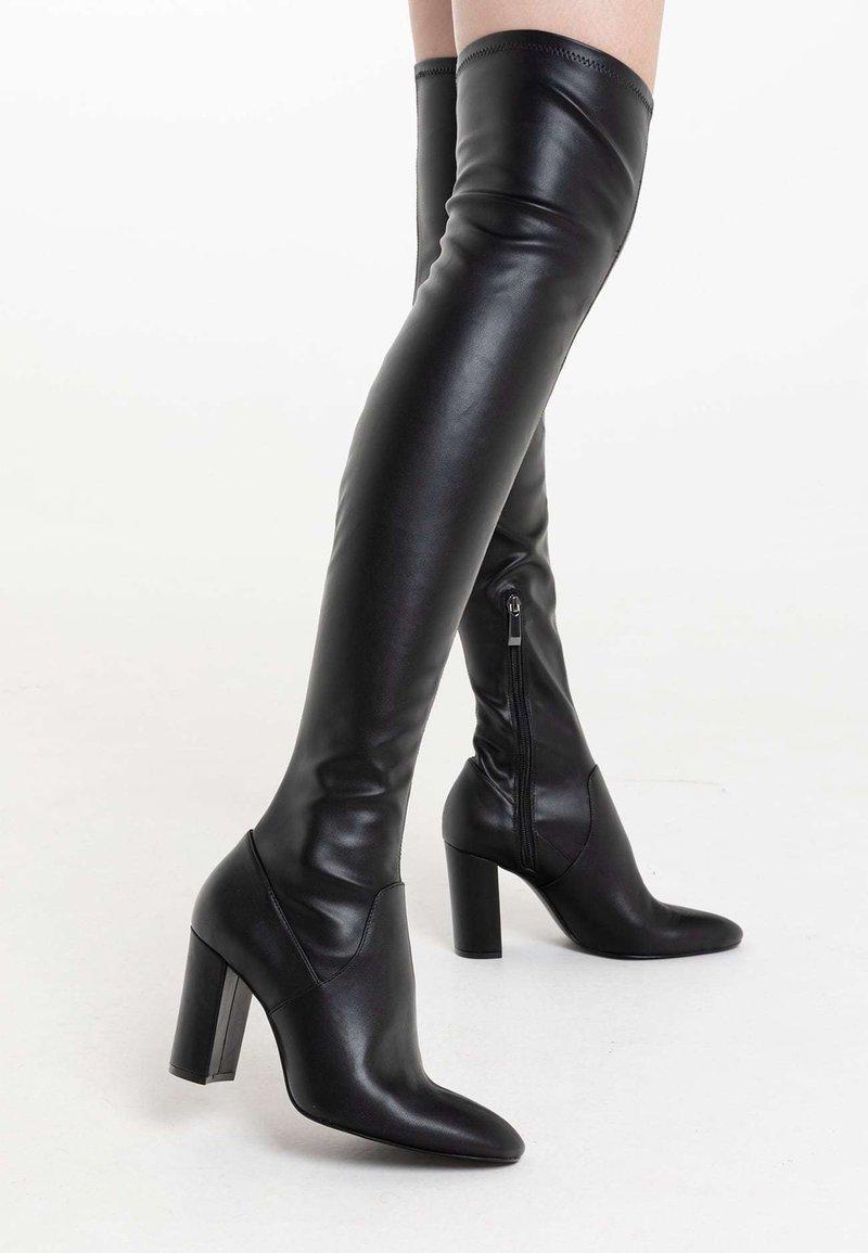 Stradivarius - Kozačky nad kolena - black