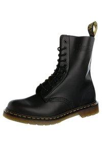 ORIGINALS 1490 10 EYE BOOT - Veterlaarzen - black