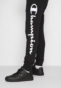 Champion - BIG LOGO CUFF PANTS - Verryttelyhousut - black - 3