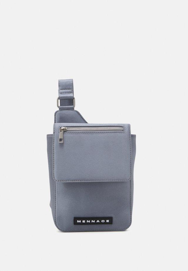 MENNACE SATIN ZIP CROSS BODY BAG UNISEX - Heuptas - silver