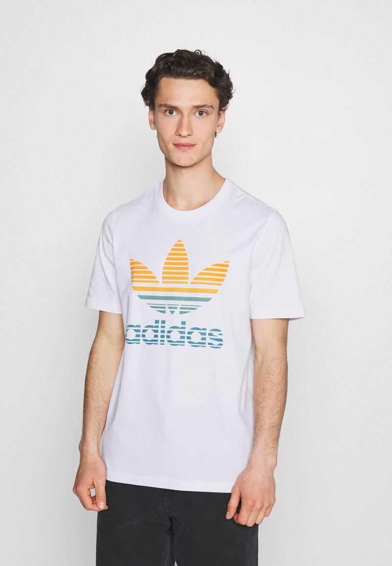 adidas Originals - TREF OMBRE UNISEX - T-shirt med print - white