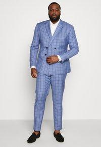 Isaac Dewhirst - BLUE CHECK SUIT PLUS - Suit - blue - 1