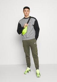 Nike Sportswear - CLUB PANT  - Teplákové kalhoty - twilight marsh - 1