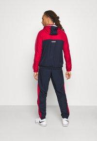 Lacoste Sport - TRACK SUIT - Verryttelypuku - navy blue/ruby/white - 5