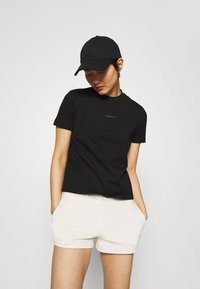 Calvin Klein Jeans - LOGO INTARSIE TEE - T-shirts med print - black - 3
