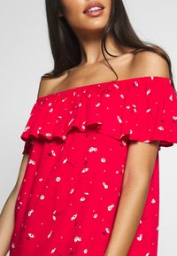 Pour Moi - TEXTURED PRINT BARDOT BEACH DRESS - Ranta-asusteet - red - 5