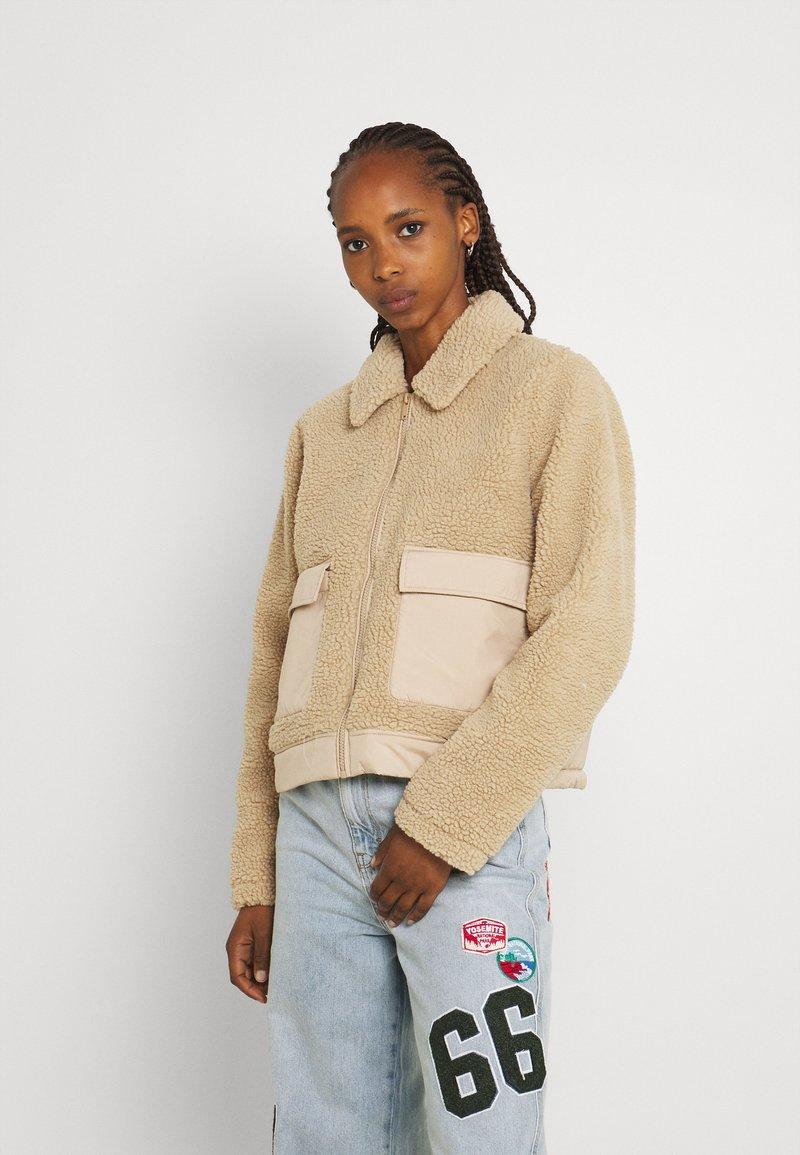 Noisy May - NMTANYA JACKET - Light jacket - beige