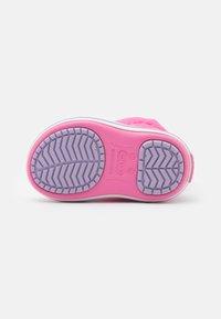 Crocs - CROCBAND WINTER - Botas para la nieve - pink lemonade/lavender - 4