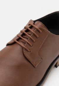 NAE Vegan Shoes - JAKE VEGAN - Stringate - brown - 5