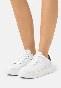 KARL LAGERFELD - MAXI KUP INJEKT LOGO - Sneaker low - white - 0