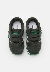 New Balance - IV393CGN-M UNISEX - Trainers - green - 3