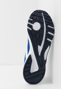 Reebok - PHEEHAN - Obuwie do biegania treningowe - white/collegiate royal - 4