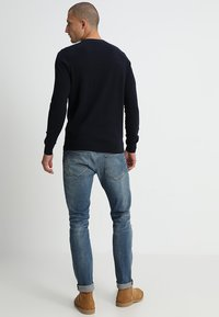 Lyle & Scott - Crew Neck Jumper - Stickad tröja - dark navy - 2