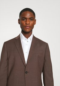 Calvin Klein Tailored - TROPICAL STRETCH SUIT - Suit - brown - 4