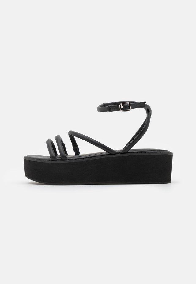 Sandály na platformě - black