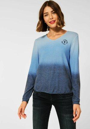 MIT FARBVERLAUF - Long sleeved top - blau