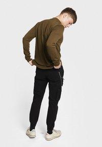 Redefined Rebel - MILTON - Pantalon cargo - black - 2