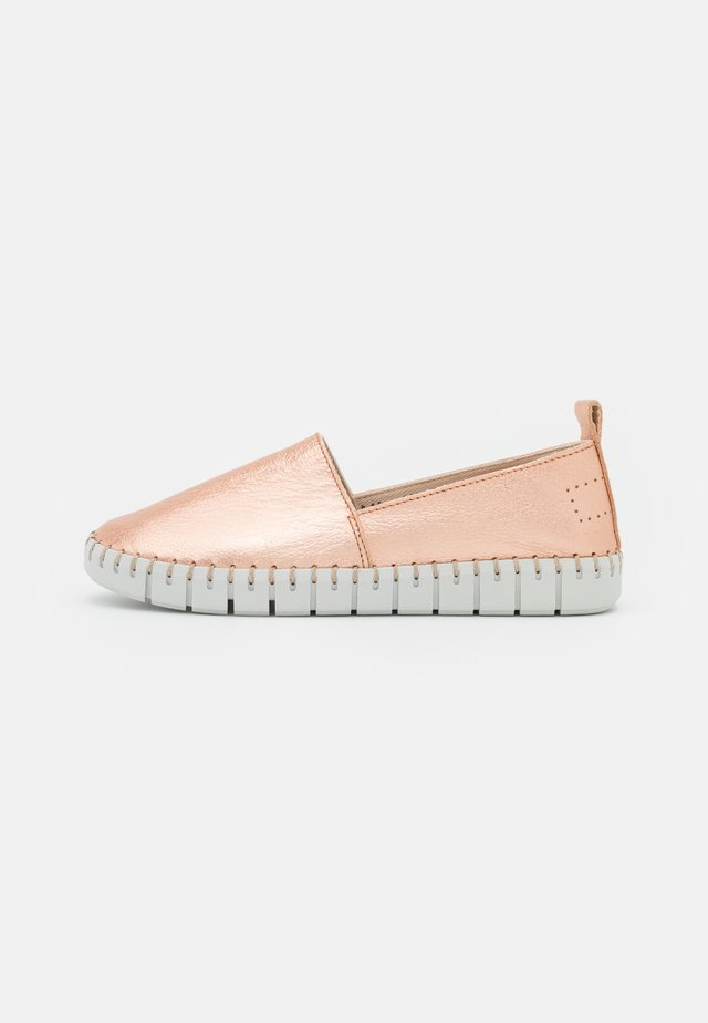 Loaferit/pistokkaat - rose