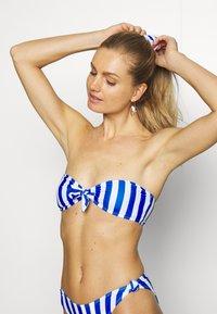 Missguided - STRIPE BANDEAU WITH SCRUNCHIE - Bikini - blue - 3