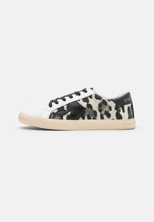 AUSTIN - Sneakers laag - stone
