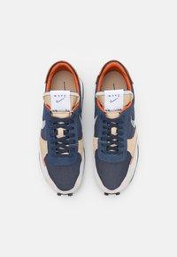 Nike Sportswear - DBREAK TYPE UNISEX - Zapatillas - thunder blue/white/sail-grain/campfire orange/black - 3