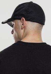 Mister Tee - HERREN NASA FLEXFIT CAP - Cap - black - 2