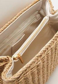 PARFOIS - CROSSBODY BAG LEIA - Across body bag - ecru - 2